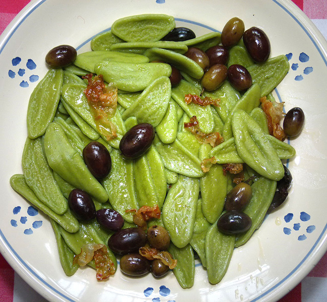"""Olive leaves"" Pasta with olives"