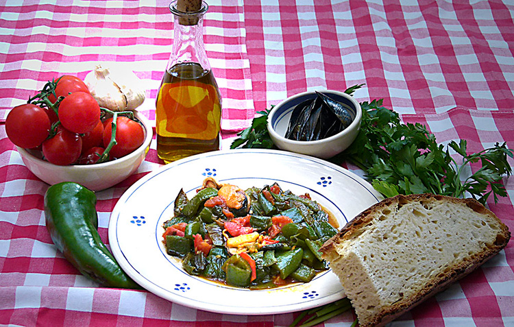 Green peppers with mussels