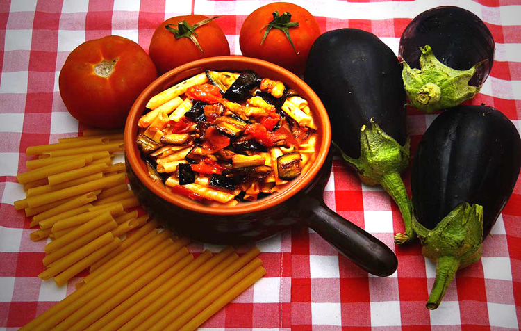 Oven-baked pasta with eggplant and tomatoes